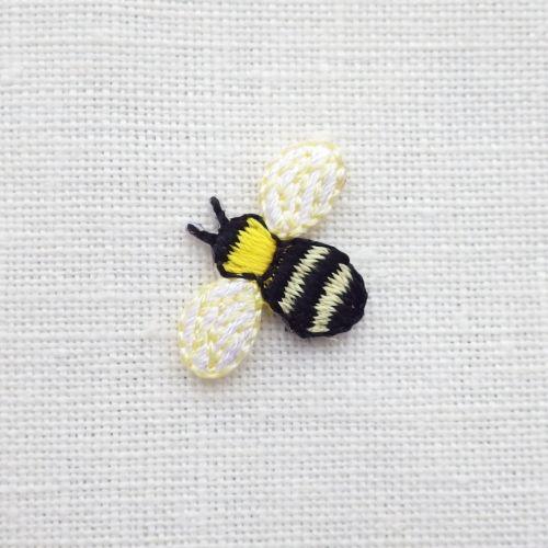 ミツバチのアップリケ