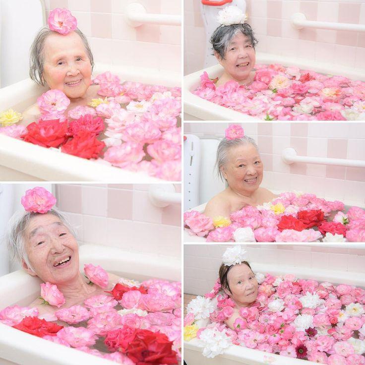 こんにちは北九州市小倉南区の「地域で一番小さな老人ホーム花みずき」です。 * 昨日のバラ風呂はやっぱり最高でした(^o^)/ 入居者の皆さんは今日も「昨日は気持ち良かったね〜」「また入りたいね〜」など楽しそうにおっしゃられていました。 次はまた来年、皆さんに喜んでいただけるようにしっかりバラを育てていきます! * * #介護付有料老人ホーム花みずき #北九州 #小倉南区 #徳力 #地域で一番小さな老人ホーム #介護付有料老人ホーム #有料老人ホーム #老人ホーム #介護 #介護士 #介護福祉士 #ばら #バラ #バラ風呂 #rose #flower #flowers #flowerslovers #flowerstagram #team_jp_flower #花 #花が好き #花が好きな人と繋がりたい #花のある暮らし #花みずき名物バラ風呂 #このためにバラを育てています http://gelinshop.com/ipost/1515841526863984065/?code=BUJWdZgg3XB