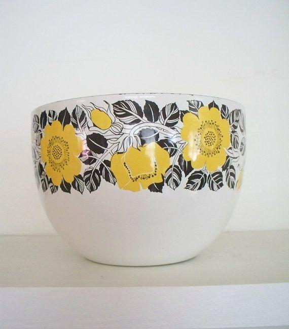 Kaj Franck for Finel vintage bowl. I love this yellow rose pattern.