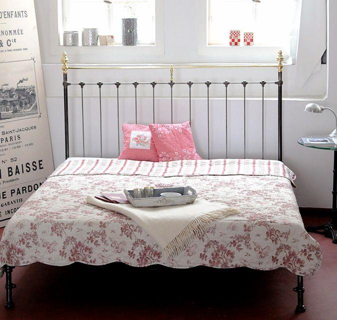 Die besten 25+ Metallbetten Ideen auf Pinterest Metallbettrahmen - schlafzimmer mit metallbett