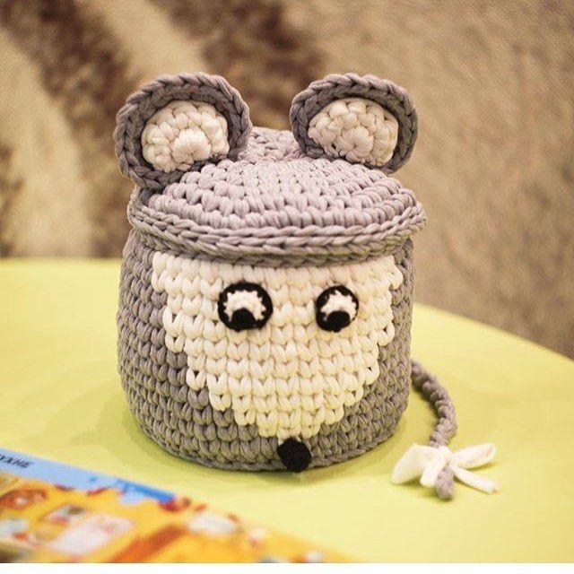 @gala_homedecor 4#knittinginspiration #knittingpattern #knittedbasket #creativecrochet #crochet #crochetbasket #crochetmotif #crochê #crochetpillow #crochetstyles #croché #penyesepet#animalcrochet #penyeiplik #penyesepet #yshirtyarn#fabricyarn #knitstagram #knittedbasket
