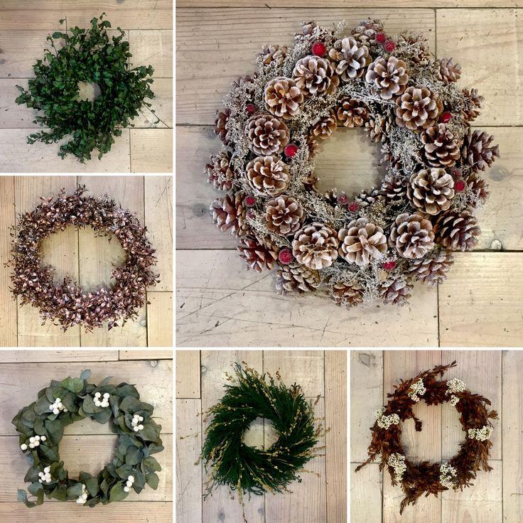 Coronas de navidad hechas a mano con flores y frutos for Coronas de navidad hechas a mano