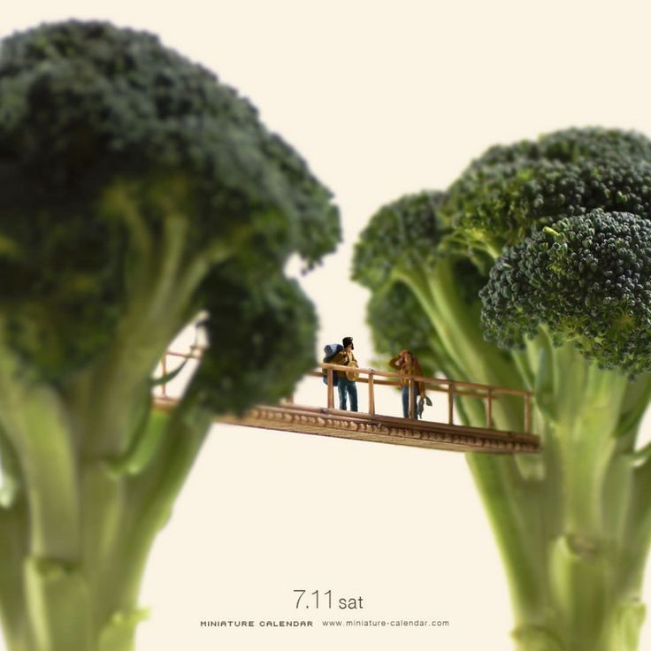 Is that a broccoli masquerading as a tree? Yes. Yes it is. | A Man Is Creating Miniature Art For Every Day Of The Year And It's Amazing