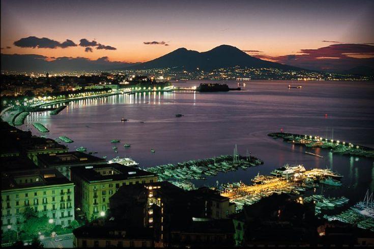 #Napoli, come non l'avete mai vista, come non l'avete mai vissuta, perchè non è solo il caos metropolitano ma è anche una città con paesaggi rurali e prospettive sorprendenti!!