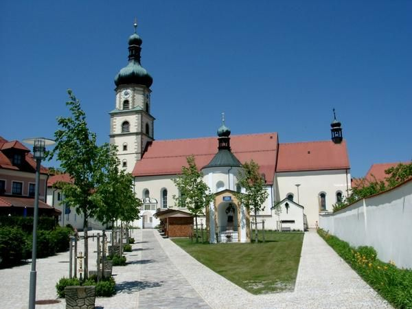 Neukirchen beim Heiligen Blut, Wallfahrts- und Pfarrkirche Mariä Geburt zum Heiligen Blut