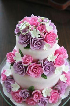 ケーキ型のリングピロー クレイでできています♪  http://clayartwedding.net/