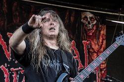 Учёные назвали ранее неизвестный вид докембрийского гигантского червя в честь бас-гитариста дэт-метал группы Cannibal Corpse Алекса Уэбстера (на фото). 400-летний ископаемый змееподобный монстр был обнаружен исследователями Бристольского университета, шведского Унив�