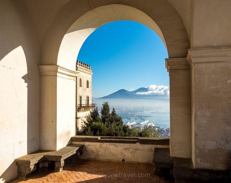 Vue sur Naples et le volcan Vésuve depuis l'ancien monastère San Martino : Visiter Naples