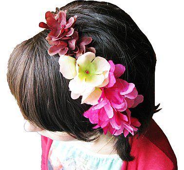 Opaska kwiatowa- doda uroku każdemu upięciu. Idealna na imprezę w stylu hawajskim i wyjście na plaże, lub wieczorny, romantyczny spacer brzegiem morza.