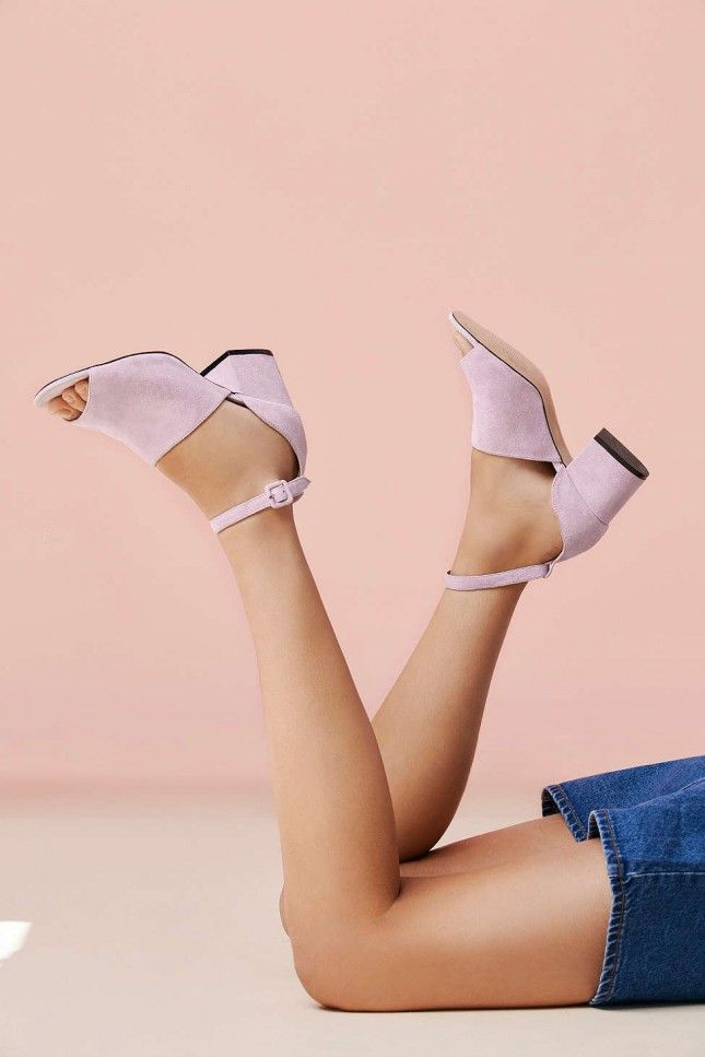 These suede heels will be your fall outfit go-to shoes.
