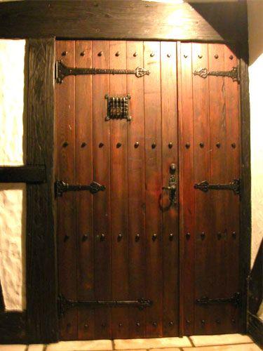 アンティーク仕上げのドア  Looks like my daughter's bedroom door!