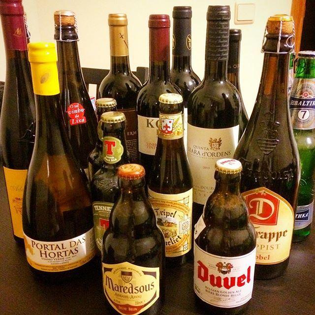 Vinho ou cerveja?! Aqui encontramos vinhos maravilhosos do Douro e cervejas importadas por preços bem interessantes! A gente nem gosta! 😂😂 #botanaconta #portugal #porto . . . #visitporto #visitportugal #visitportoandnorth #dourowine #vinhos #vinhosdouro #beer #drinks #foodblog #instagood