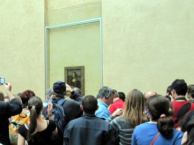 Mona Lisa gazing at the crowds