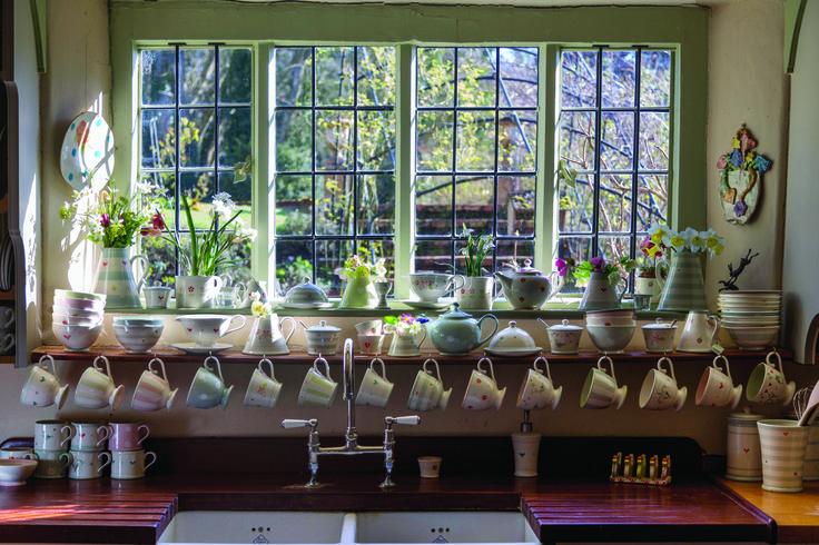 Ceramika, kuchnia styl wiejski, kubki ceramiczne, rustykalna kuchnia. Zobacz więcej na: https://www.homify.pl/katalogi-inspiracji/13822/trendy-wiejska-kuchnia