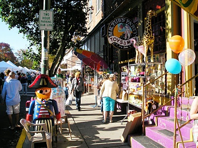What about a day date? Peruse the shops and sidewalks of Yellow Springs on October 8th for handcrafted favorites and lots of great people watching