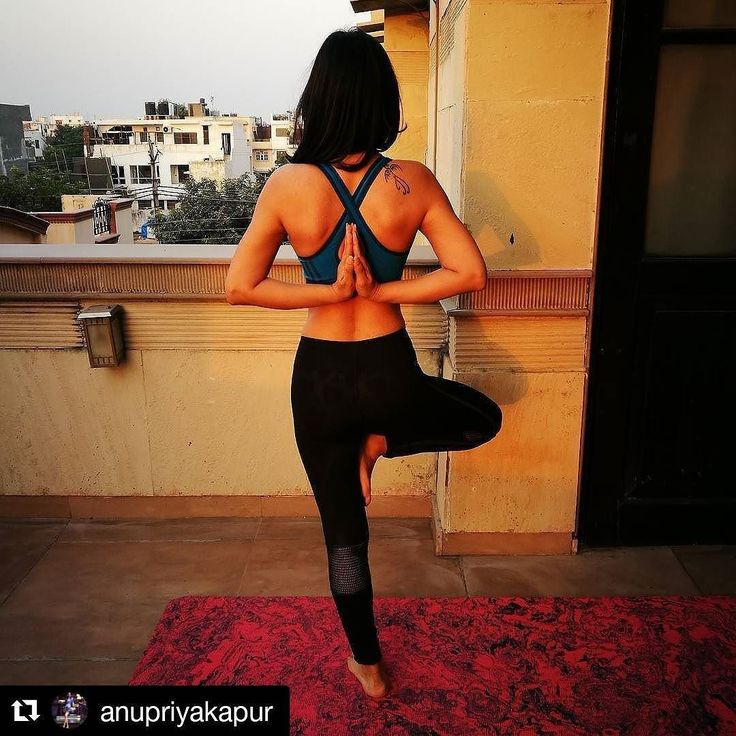 "#LoveYourSweat with @anupriyakapur  Share your journey with us for a chance to win some awesome goodies. Hit the link in our bio for more info!  ""Body image issues are real. A lot of times we confuse it with vanity or attention seeking. For the longest time even I thought I'm excessively vain till it got to a point where I couldn't stand myself. And that can't be just vanity can it? With pregnancy came myriad of stretch marks on my stomach arms calf and thighs which only made it worse.  But…"