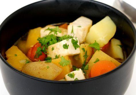 Söt gryta av rotfrukerna: potatis, kålrot, morot, purjolök och tofu.