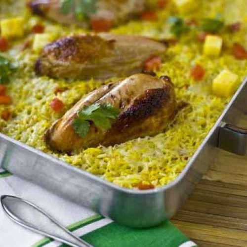 Helpoin resepti on uuni! Sekoita kaikki ainekset samaan vuokaan, niin voit rentoutua aterian kypsyessä. http://www.kariniemen.fi/reseptit/resepti/emannan-uunikanaa-ja-curryriisia/