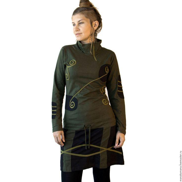 Купить или заказать Корректирующее этническое платье в интернет-магазине на Ярмарке Мастеров. Делает любую фигуру. Практически маленькое черное платье, только зеленое и не очень маленькое) Этнический узор вышитый тесьмой, поднимут настроение, а удобный крой и натуральная ткань подарят комфортное самочувствие. Платье - туника из хлопкового трикотажа. Комбинированы два цвета ткани : черный и зеленый. Декорировано светло-зеленой тесьмой. Утягивающий шнур вшит на уро…