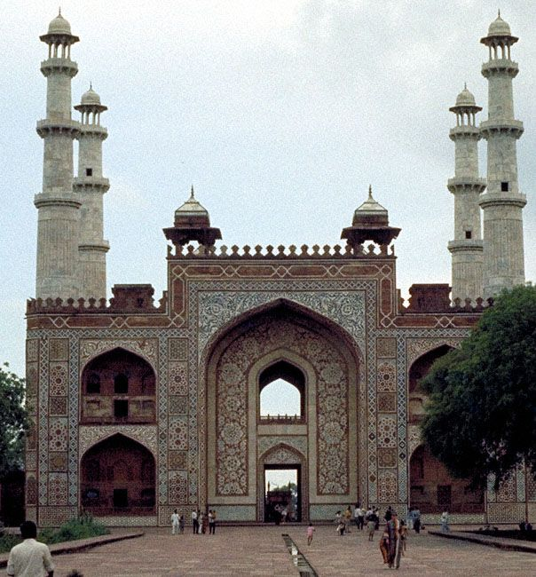 Pearl Mosque - graceful and elegant monuments such as the Moti Masjid in Bhopal .The Moti Masjid was built in 1860 and since then it is one of the most significant landmarks in Madhya Pradesh, India