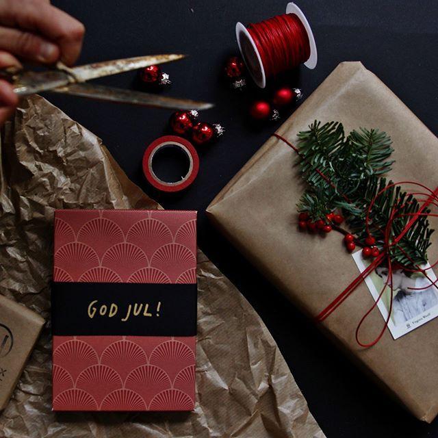 Vi ger bara bort hårda paket i år!#novellix #hårdapaket #julstämning #paketinslagning