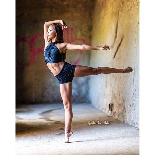 @lala_shaw #cookiefamous #dancers