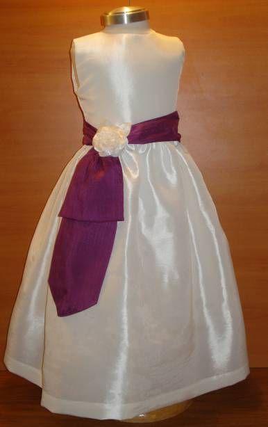 Fotos de Vestidos y trajes para meninas y pajes de boda Cortejo infantil, niñas de arras. Guadalajara