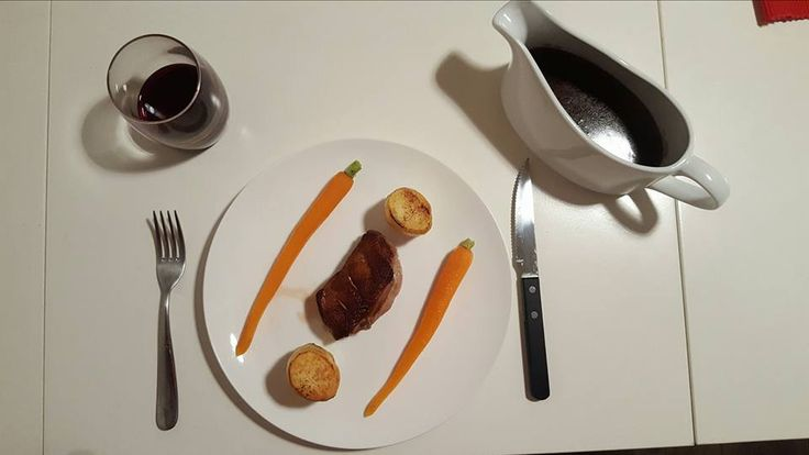 [Homemade] pan fried Gressingham duck breast potatoes fondant and chantannay carrots with a vichy glaze. Served with a red wine jus. http://ift.tt/2my6jxi
