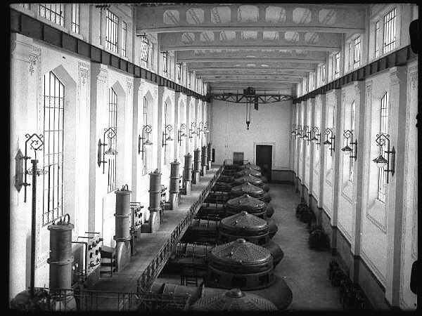 Sala macchine con turbíne. Stabilimento idrovoro di San Benedetto Po, Mantova (1925)