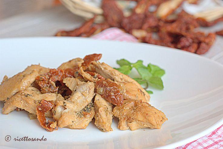 Bocconcini di pollo alle erbe e pomodori secchi #ricetta di @luisellablog