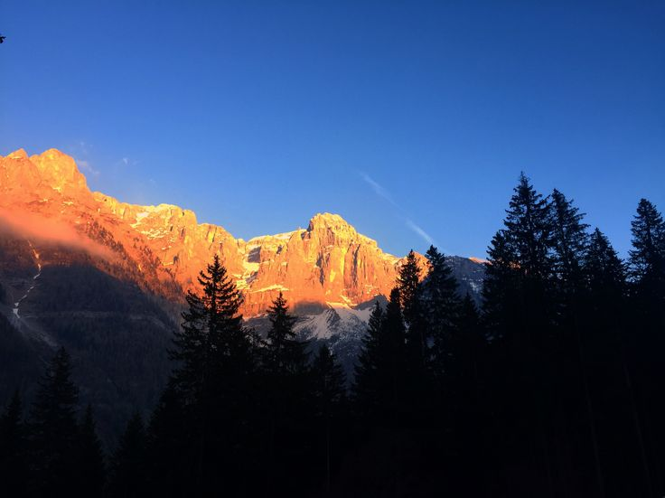 TRAMONTO - MADONNA DI CAMPIGLIO #nature #toptags @top.tags #sky #nature_lovers #nature_brilliance #ff_nature #naturephotography #natureshots #outdoors #nature_good #ig_today #earthgallery #tree_magic #tree #colors #clouds #natureworld_photography #light #weather #landscape #ig_naturelovers #ig_nature #skylovers #dusk #weather #ig_worldclub #world_shotz #naturegram #mothernature