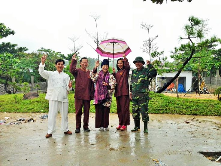 They also visited a special construction of the owner. Cat Tuong Vien construction's contribution to the landscape embellishment of Nam Giao Esplanade. (^^)