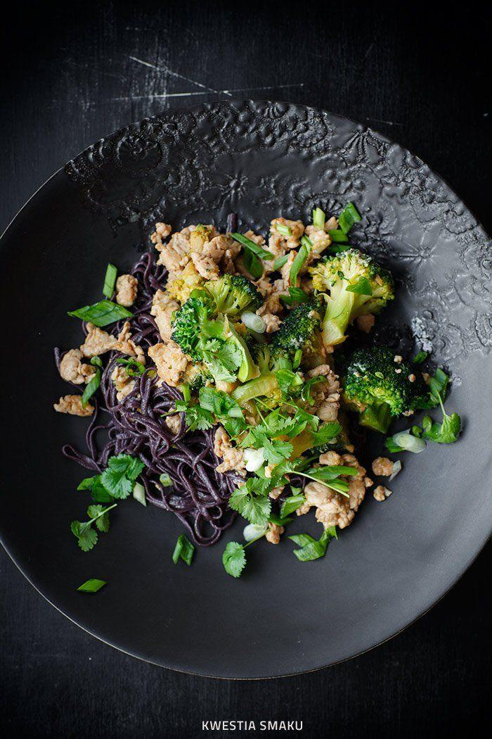 Makaron z czarnego ryżu I Rice pasta with turkey and broccoli