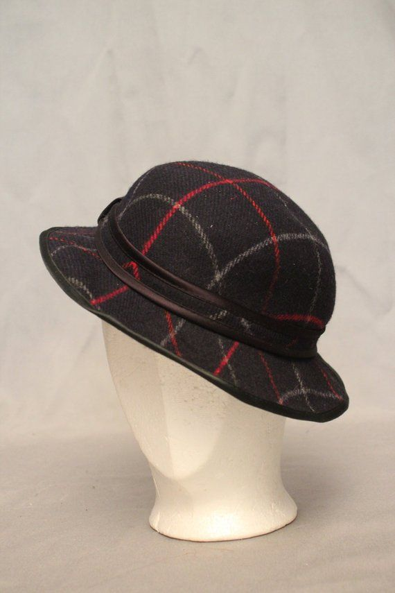 e9150d46849 Description  Dark blue plaid wool hat by Burberry Condition  Excellent ➸  Measurements