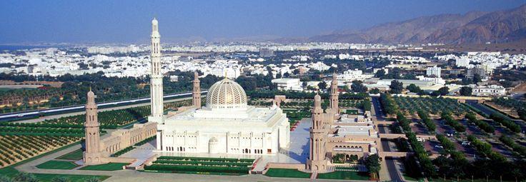 Muscat la grande moschea con il più grande tappeto persiano al mondo