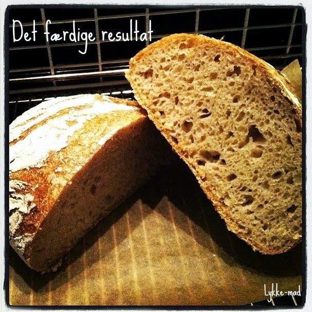 """Jeg har altid elsket original udgaven af """"Verdens bedste brød"""" fra www.kvalimad.dk - og nu er det også lykkedes mig at lave et glutenfrit et af slagsen. Så kan slet ikke få armene ned her til aften. D"""
