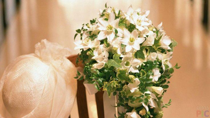 Свадебные букеты (23 фото) http://classpic.ru/blog/svadebnye-bukety-23-foto.html   Свадебный букет — неотъемлемый штрих, завершающий образ каждой невесты. Он может быть составлен из классических роз и нежных лилий, а...