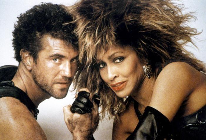 """Será por pelo. Mel Gibson y Tina Turner en """"Mad Max 3, más allá de la Cúpula del Trueno"""", 1985"""