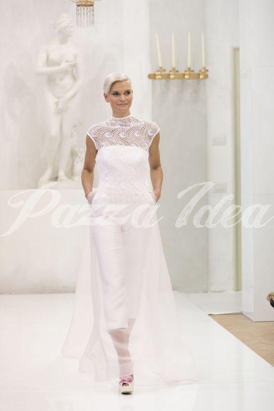 Un tocco di colore per le scarpe, che coronano un abito da sposa con i pantaloni davvero originale  #weddingdress #bride #wedding #elisabettapolignano http://elisabettapolignano.com/