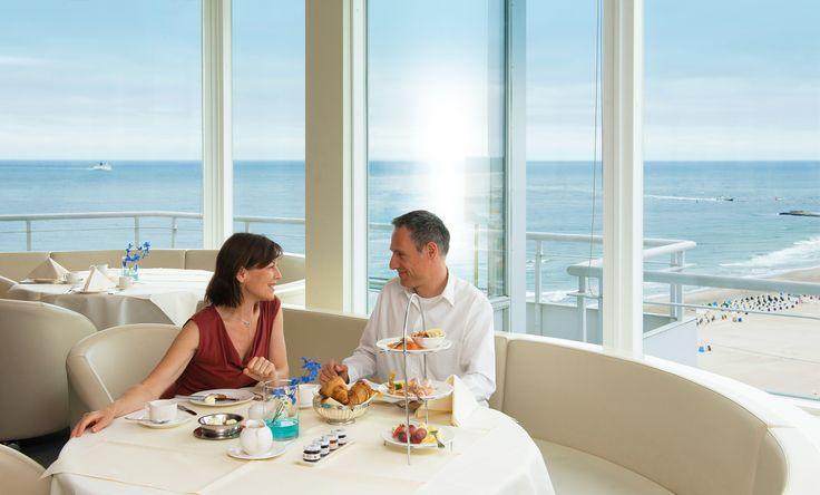Gönnen Sie sich einmal ein traumhaftes Frühstück in unserer Sky-Bar - hoch über den Dächern von Warnemünde mit dem schönsten Blick auf das Ostseebad und das weite Meer. Zum Gutschein.