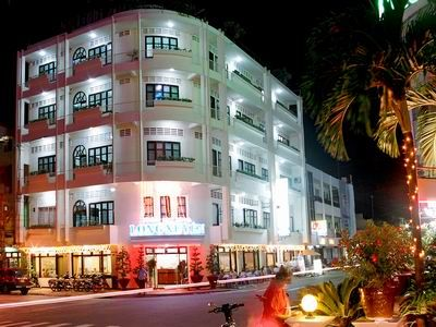 Overview of Long Xuyen hotel. more information http://www.chaudoctravel.com/2011/09/long-xuyen-hotel/
