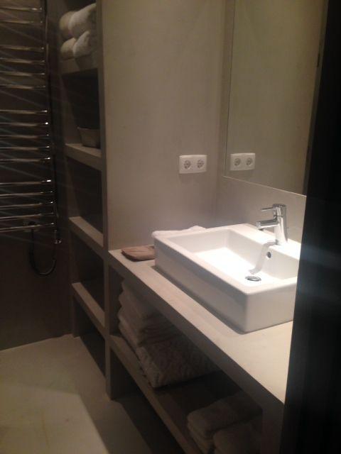 Plan de travail et meuble de douche en b toncir salle de bain chantier portugal pinterest for Meuble design portugal