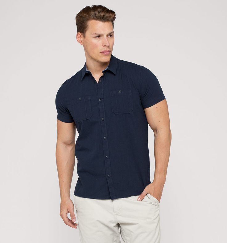 Camisa manga corta en azul oscuro