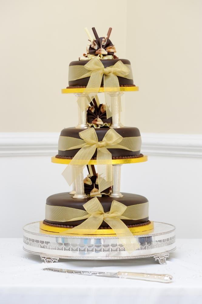 Høy kake i sjokoladeutførelse  http://kakene.no