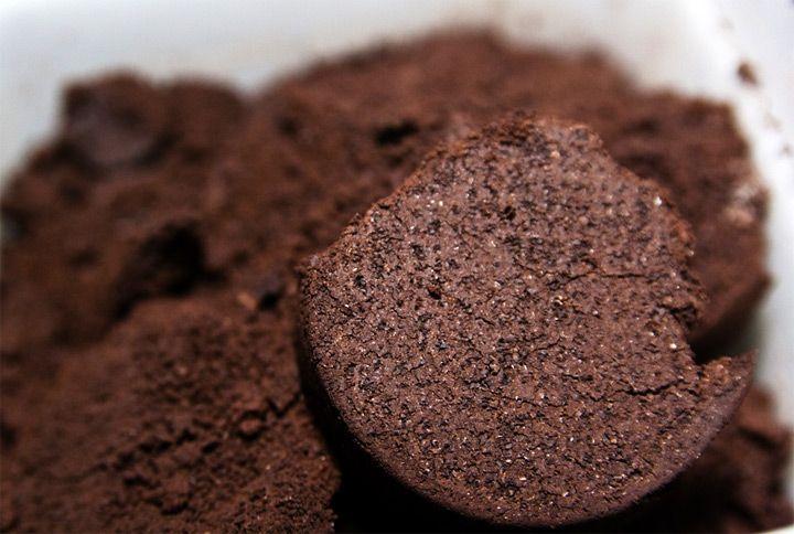 Мы уже заводили разговор о том, что органические удобрения могут быть нестандартными, но от этого не менее полезными. Здесь вы найдете статью про удобрение сада и огорода хлебом. Сегодня мы расскажем о кофе и о кофейной гуще..Известно, что в США уже...