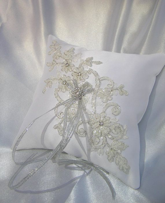 Wedding ring pillow with lace,Wedding acecoraes,Weding ideas,Wedding ring pillow,ring bearer pillow, white ring pillow