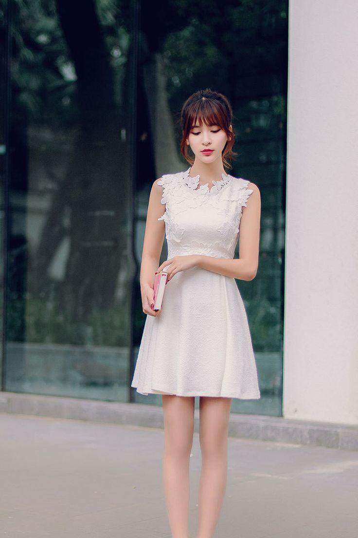 Korean fashion round neck three-dimensional flowers A word dress