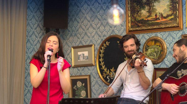Βάσια Δανιά live @ PassPort Art (12/2/2016) με Δημήτρη Καζάνη (βιολί) και Γιώργο Πασχάλη (κιθάρα) Φωτογραφία: Δημήτρης Καμπόλης