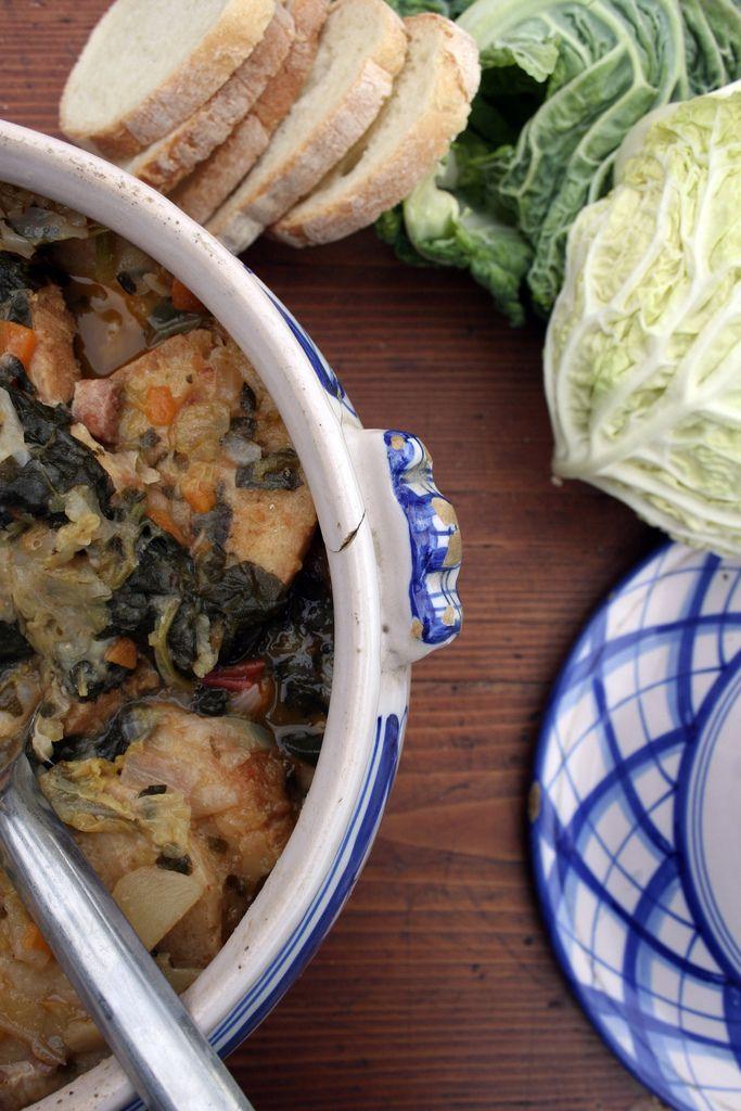 La minestra di pane, o zuppa di pane, o anche chiamata zuppa di cavolo nero e fagioli, è uno dei piatti più diffusi nei mesi freddi in Toscana, è un piatto antico, che i contadini hanno sempre fatto. A casa di nonna, invece, era un piatto che non si faceva spesso perché non era tra...Read More »