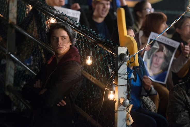 Riverdale Cole Sprouse Photo (12)